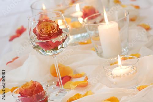 Rosenblüten mit Kerzen - 16951833