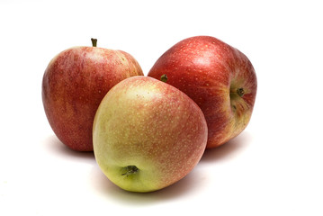 Tres manzanas.