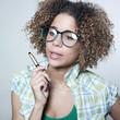 jeune femme lunettes sylo