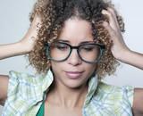jeune femme stress mal de tête poster