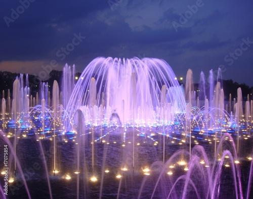 Leinwanddruck Bild Night fountain