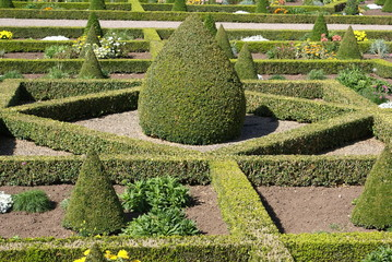 knot garden. box hedges. topiary. garden art. garden design