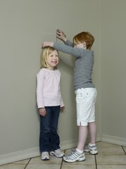 7-8 byear old measures height difference with 4-5 year old