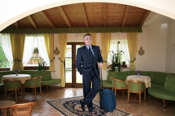 viaggiatore in albergo