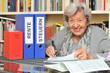 Rentnerin mit Steuererklärung VI