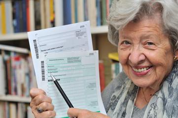 Rentnerin mit Steuererklärung VII