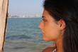 profilo di una ragazza al mare