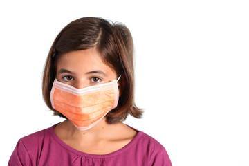 epidemia - bambina con mascherina sanitaria