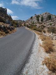 Route sinueuse dans les montagne du Torcal