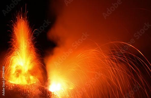 Eruption  des Vulkan Stromboli - 17184446