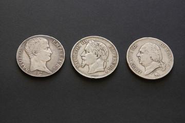 Trois pièces de monnaies