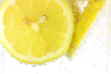 Sliced lemon in refreshing fizzy water
