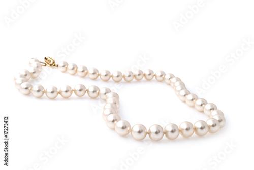 Leinwandbild Motiv Pearl necklace isolated on white background