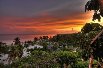 Sonnenuntergang am karibischen Strand