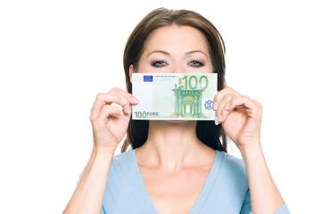 Hübsche Frau hält 100 Euro Geldschein