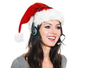 Junge Frau mit Weihnachtsmütze und mit Headset lächelt