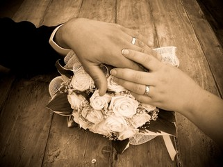 fedi nuziali con bouquet