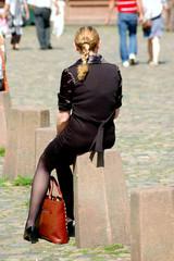 Ragazza con borsa a Friburgo - Germania