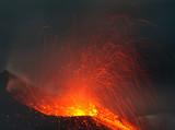 Leuchtfeuer im Mittelmeer Vulkan Stromboli