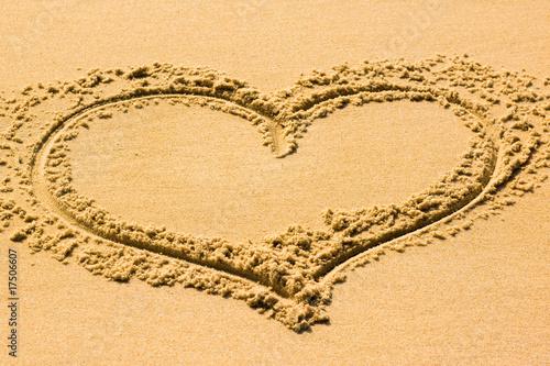 coeur dans le sable photo libre de droits sur la banque d 39 images image 17506607. Black Bedroom Furniture Sets. Home Design Ideas