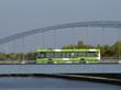 Leinwanddruck Bild - Bus auf Brücke