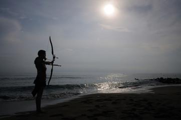 Bogenschützin am Strand