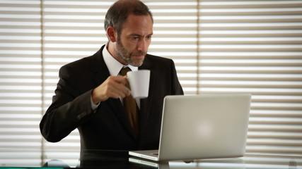 geschäftsmann  und kaffee