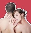 jeune couple nu enlacé