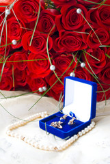 small box with pearls and white roses