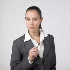 jeune femme d'affaires sérieuse