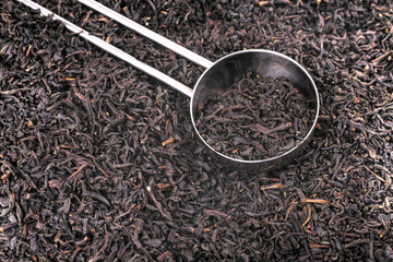 Spoon and dried tea leaves