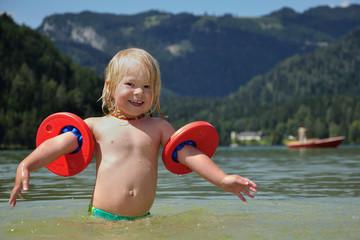 Schwimmen im Bergsee