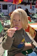 Eis essen im Gastgarten