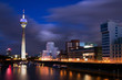 Leinwanddruck Bild - Blaue Stunde in Düsseldorf
