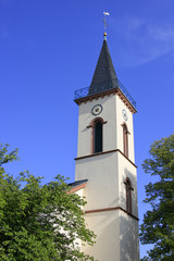 Kirchturmspitze mit Turmuhr
