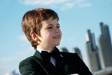 The small gentleman against a city poster