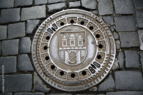 Fotobehang Praag Man hole cover