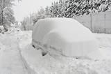 Auto mit Schneehaube