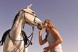 jeune fille et son cheval arabe