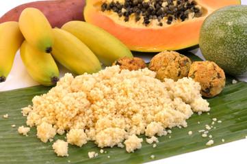 Couscous, Falafel und Früchte