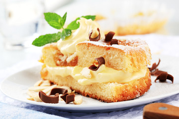Sponge cake with pudding cream