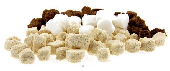 sucre artisanal morceaux fond blanc