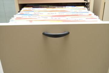 mueble archivador ordenado