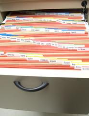 archivador con carpetas ordenadas