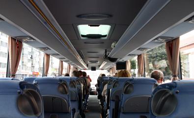 Touristen im Reisebus