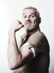 homme présentation muscles biceps