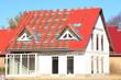 Neubau, Einfamilienhaus, Dachfannen, rote Dachziegel