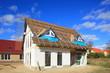 Neubau Einfamilienhaus Dachbalken Rohbau blauer Himmel