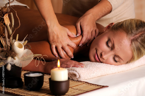 Massage of shuolder