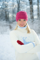 Frozen beautiful woman in winter clothing outdoors ....